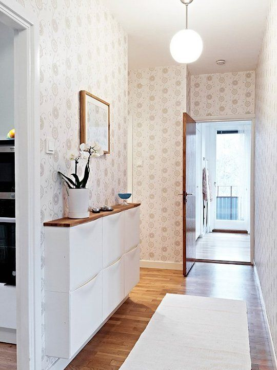 How to organize small entryways.