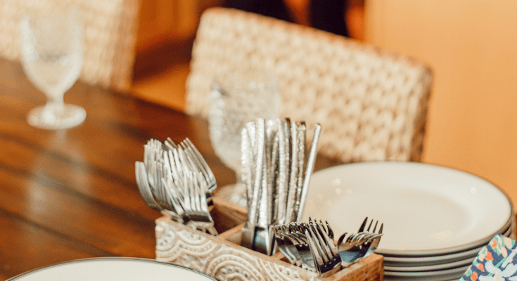 How to host a brunch - A Personal Organizer