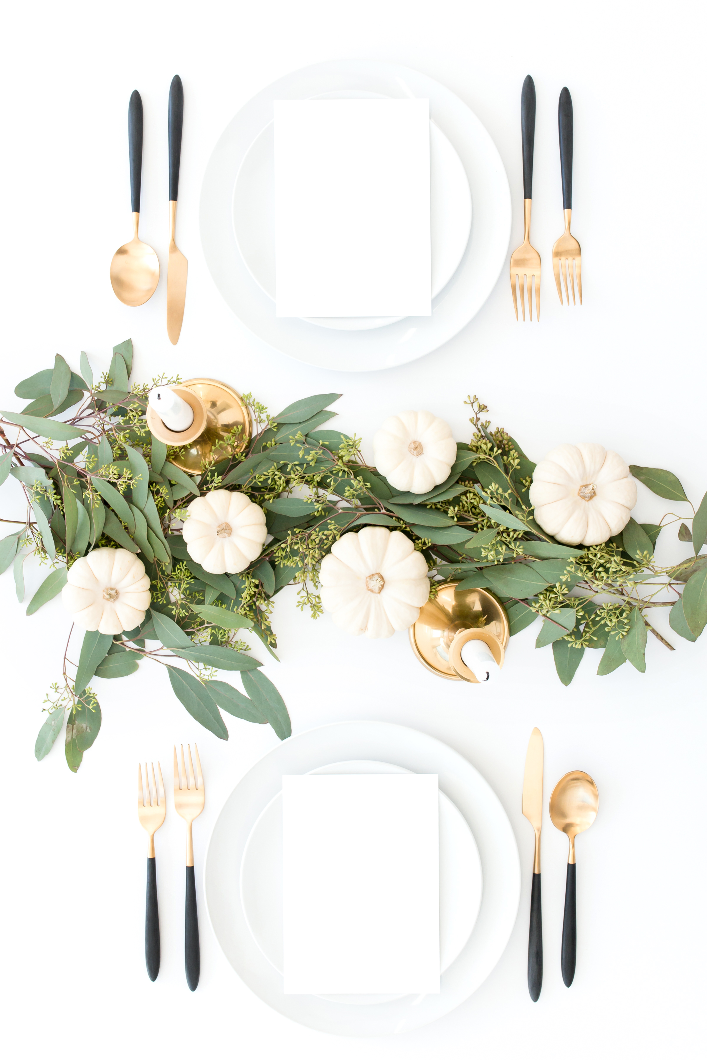 Easy, Beautiful and Creative Thanksgiving Decór. Make your Thanksgiving prep work simpler this holiday season with these Thanksgiving decoration ideas. Wow your family and friends with a gorgeous tablescape! #thanksgiving #decor #tablescape
