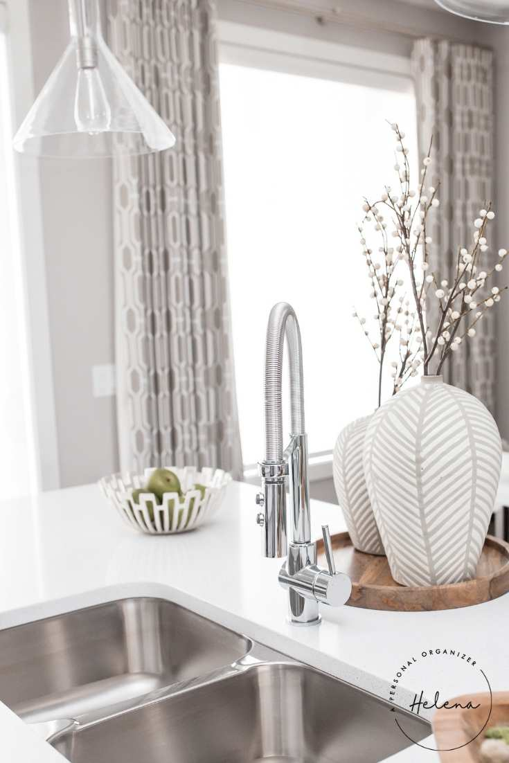 Check out these 10 kitchen organizing tips that will give you your dream kitchen! #organizedkitchen #kitcheninspiration #kitchenorganization #DIYkitchenremodel