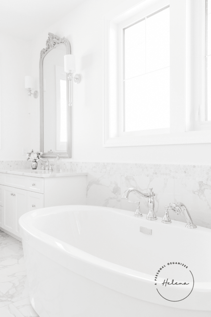 How to organize the master bathroom